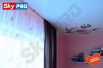 Глянцевый натяжной потолок с фотопечатью в детской